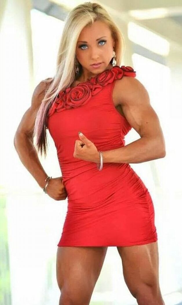 Sexy muscle babe