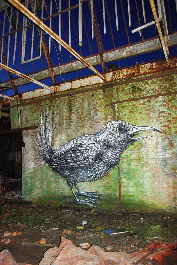 Une sélection de créations issues du portfolio du street artist belgeROA, qui peuple les rues et les friches industrielles d'animaux monochromes. Un univers