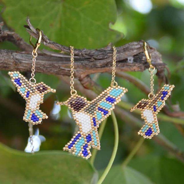 """🍃 Hoy resaltamos las joyas que nos brinda la naturaleza🍃 Nuestro juego colibríes destaca por su importante significado en la naturaleza, en las comunidades de aves y en el ecosistema! Realmente es una """"joya alada"""" #miyukibeads #miyukiaddicts #hummingbird #colibries #colibri #handmade #hechoamano #miyuki #ginnaandyessika #vivelamodadart"""