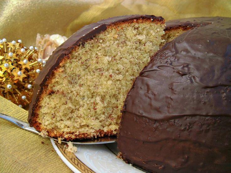 Il parrozzo è un tipico dolce pescarese, associato alle tradizioni gastronomiche del Natale (ma non solo). È molto diffuso in Abruzzo.