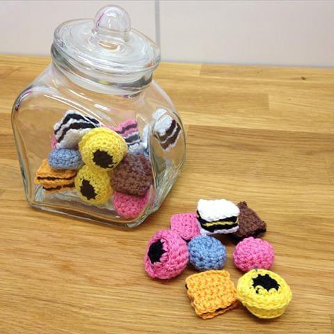 Synd att det inte är lördag idag så man får äta dessa!  #crochet #crocheting #virkat #virkning #candy #godis #diy #pyssel