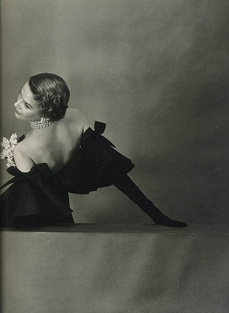 crushculdesac:    photographer: John Rawlings |black and white, elegant recline    (via csebastian)