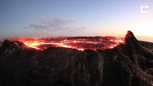 Este es el aspecto del Erta Ale, un volcán en escudo basáltico en el noreste de Etiopía, por Mikhail Korostelev