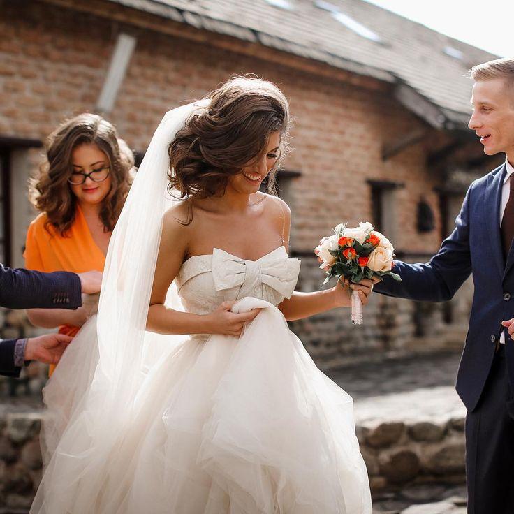 Вот такие красивые у нас невесты! Спасибо, что не забываете нас!На фото наша клиентка Кристина в очень крутом свадебном платье Вера Вонг White цвета золотой шампань.☺️ #теперьневеста #яневеста #яневестаспб #веравонг #невеставверавонг #verawang #verawangwhite #свадьба #wedding #weddingdress #свадебноеплатье #bride #невеста #самыйлучшийдень #свадьба2016 #скоросвадьба #свадебныйсалонспб #невестаспб #weddinginspiration #свадьбаспб #образневесты #свадьбавпитере #pronovias  #невеста2016 #ai...