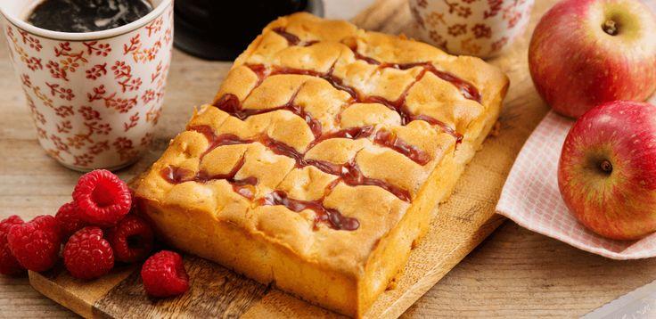 Met Koopmans Cake Specials Framboos-appel met frambozensaus bak je echt iets bijzonders. Hij ziet er niet alleen heerlijk uit maar ook de smaakcombinatie is bijzonder lekker.