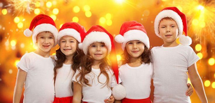 Voici 10 jeux de de Noël pour les enfants à faire pendant les vacances. Occupez-les tout en leur offrant un divertissement amusant pour tous les âges avec ces jeux créatifs. Dans l'esprit des fêtes, donnez des prix pour les gagnants et des petits cadeaux à tous ceux qui participent. 10 jeux deLire la suite