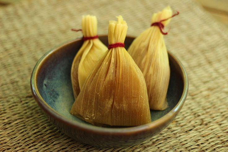 Muchos conocen o han probado los tamales o las humitas, que también se preparan envueltos en esta hoja, pero las chapanitas son muy diferentes.
