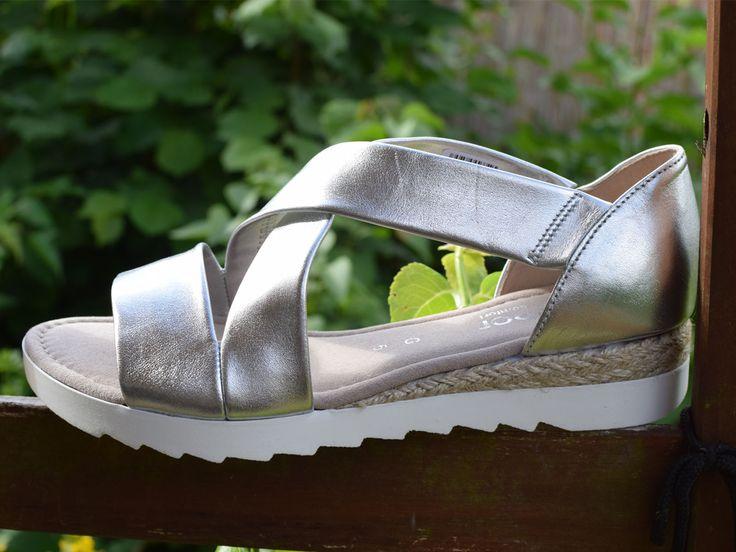 Silberne Sandalen von Gabor