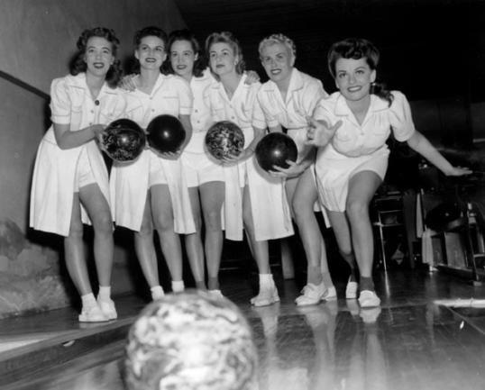 Mom fucks bowling team