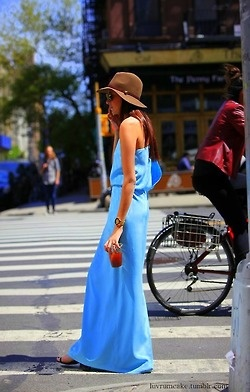 Striking blue, summer maxi and brown, felt fedora. Lovely!