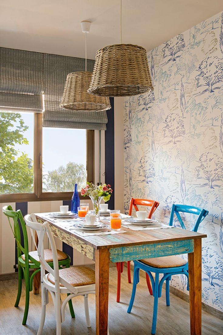 Comedor actual con papel pintado estilo sketchbooking