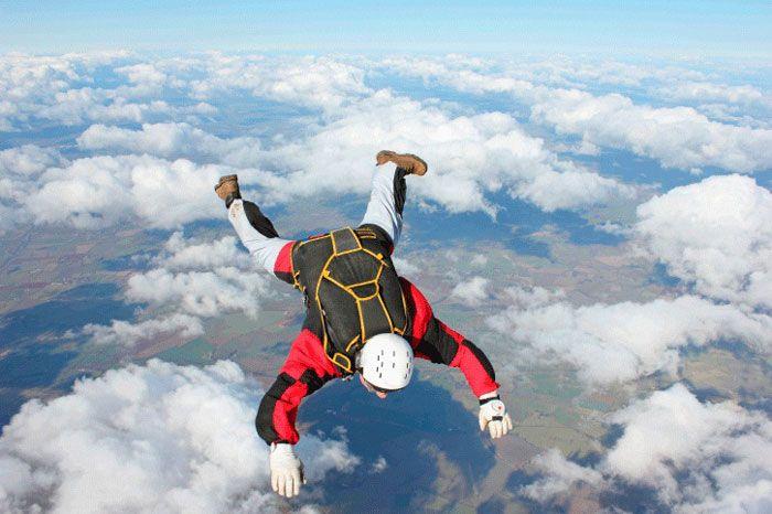 Tips keselamatan sebelum melakukan terjun payung Indonesia 2015