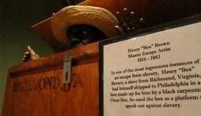 Le 23 mars 1849, Henry Brown fut scellé dans une boîte en bois de trois pieds de long, deux pieds et demi de profondeur et deux pieds de large puis transporté comme « marchandises sèches » de Richmond à Philadelphie pour un parcours incommode de 26 heures.