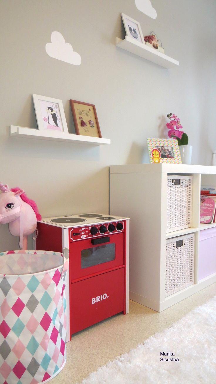 Tytön huone, lastehuone, pinkki, harmaa, valkoinen, Brio hella