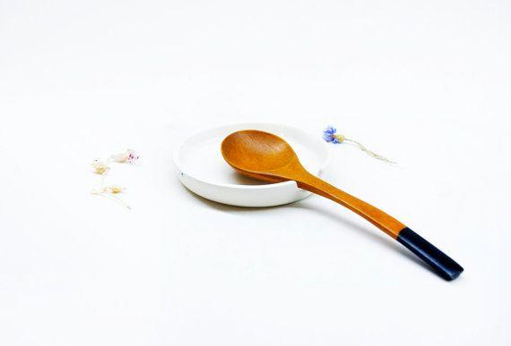 Minimalist ceramic white spoon rest  Ceramic spoon by noemarin, €12.50