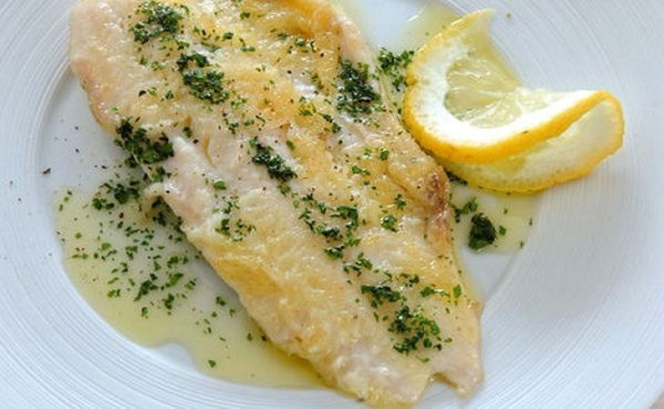 FILETTO DI BRANZINO AL VINO BIANCO IN SALSA AL LIMONE