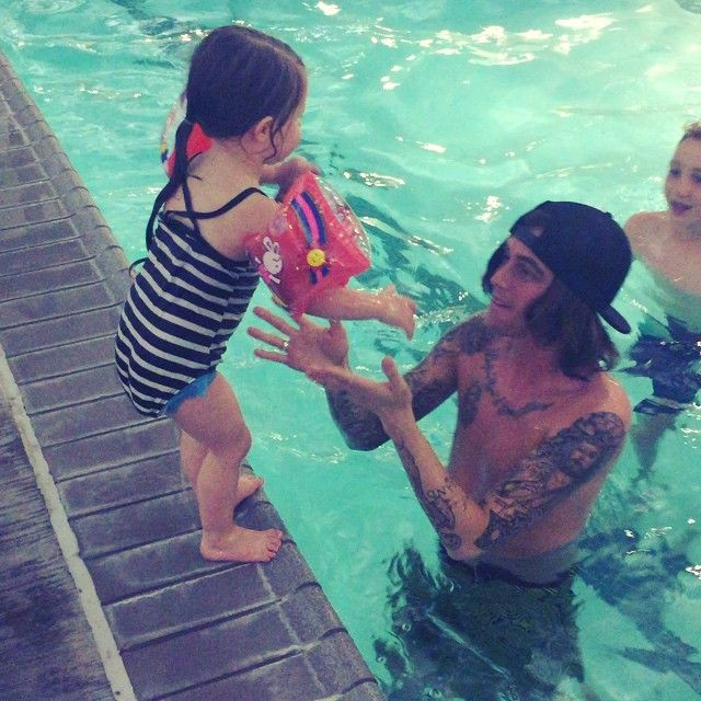 Kellin Quinn and his daughter Copeland. THIS IS ADORABLE SJDHSJSNSJFN