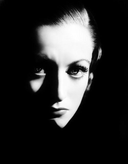 Joan Crawford. Photo by George Hurrell, 1932.