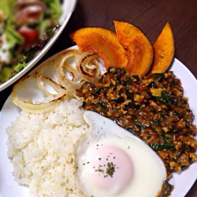 料理本「shunkon カフェごはん」のP72の「ほうれん草のドライカレー」を少し変えたレシピです☻ 旦那も私も大好きなレシピの一つです♡ - 11件のもぐもぐ - トマトとほうれん草のドライカレー by meeeemi