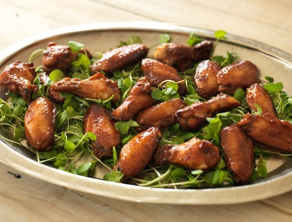 Oh so tasty chicken nibbles with a sticky Vietnamese style caramel coating.