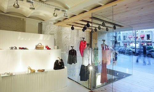 Google Image Result for http://www.hola.com/imagenes//decoracion/2010122150424/tiendas-sostenibles/Zara/Santa-Eulalia/0-166-900/Ecotiendas-3-z.jpg