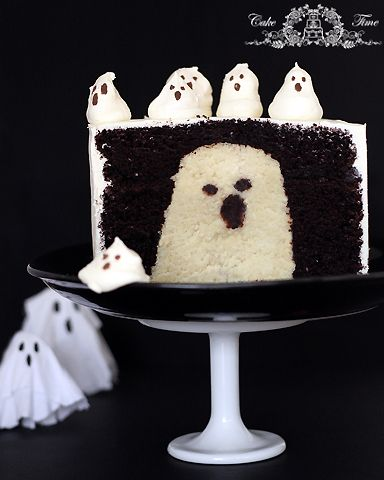 Incredible cake with a ghost inside...: Cakes Tutorials, Cakes Cak, Halloween Parties, Ghosts Cakes, Halloween Ghosts, Halloween Treats, Halloween Food, Halloween Cakes, Ghosts Inside