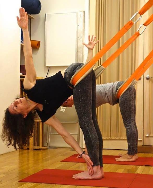 Les 100 meilleures images du tableau yoga wall sur for Chaise yoga iyengar