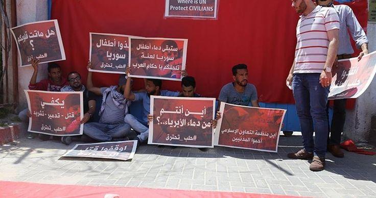 Aksi Solidaritas Pemuda Gaza untuk Aleppo  Foto: PIC  GAZA Rabu (PIC): Sekelompok pemuda Senin (2/5) lalu melakukan aksi unjuk rasa di depan markas besar PBB di Gaza untuk memprotes agresi terhadap rakyat Suriah terutama di kota Aleppo. Para pendemo mengenakan pakaian berwarna merah yang melambangkan darah dan memegang sejumlah poster yang menyatakan kemarahan mereka serta menuntut campur tangan internasional untuk menghentikan agresi yang meluluhlantakkan rumah-rumah sakit membunuhi…