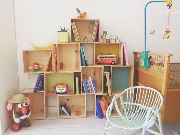 Une bibliothèque façonné à partir de caisses …