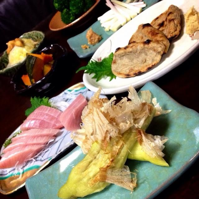 今夜の晩ご飯が出来たぁ〜✌️✌️  けど、ちょっと作り過ぎちゃった(爆笑)  ・焼き茄子 ・黒はんぺん焼き ・ブリのお刺身 ・エシャロット味噌 ・南瓜の煮物 ・お揚げと白菜のうま煮 ・塩茹でブロッコリー  ではでは…  頂きまぁ〜す - 85件のもぐもぐ - ✨俺の和食御膳✨ by Jun1Nakada