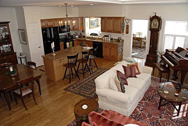 Open Floor Plan. Kitchen & Dining Room, Spreading To