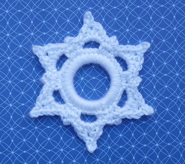 Ravelry: Six Point Snowflake Ring Ornament pattern by Doni Speigle