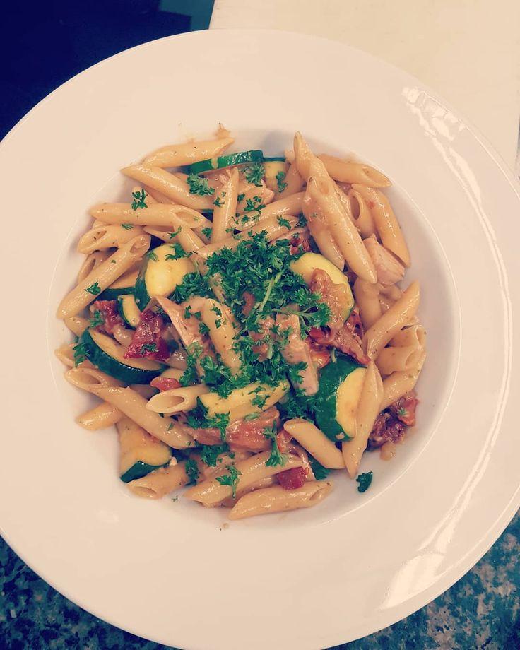 #wreats #cbridge #wrasome #restaurantinsta #fresh #people #tastyfood #italian #pasta #zucchini #sundriedtoamtoes #chicken #penne #pestobasil #elixirbistro