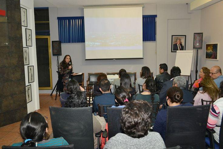 La secretaria de Desarrollo Económico y Emprendedor del Ayuntamiento de Morelia sostuvo una reunión con empresarios de los estados de Jalisco y Querétaro, a quienes destacó las posibilidades de inversión ...