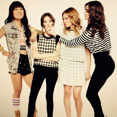 hailee steinfeld, pitch perfect 2, and anna kendrick image