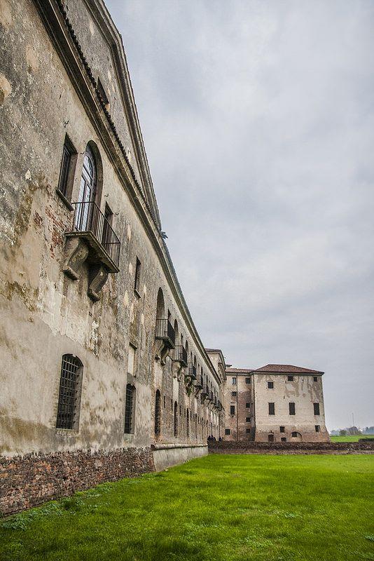 Muro esterno della Corte della Cavallerizza - Palazzo Ducale di Mantova