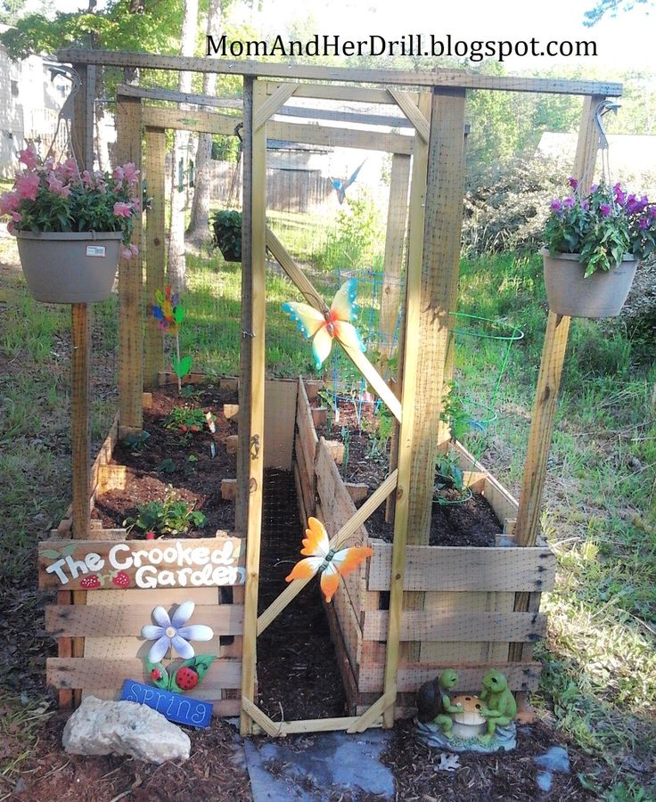 What a great garden bed for kids that is their own space and also keeps out pests that may cause problems.  Mom and Her Drill: Kid-Size Critter Proof Veggie Garden: REVEAL