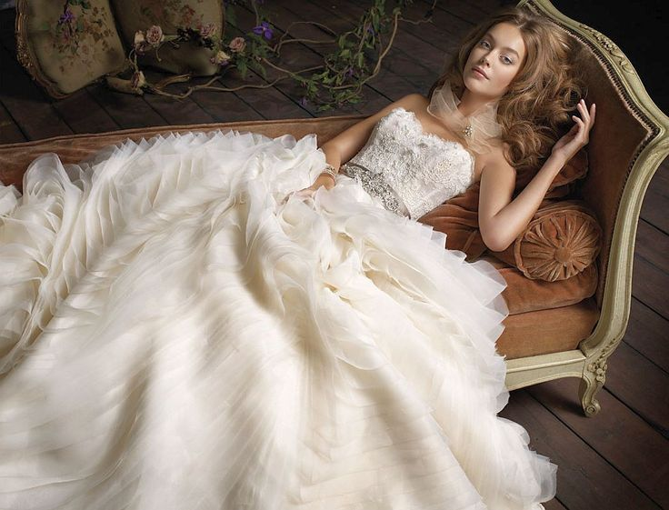 lazaro wedding dress pre owned buttercup lace sleeveless designer wedding gown