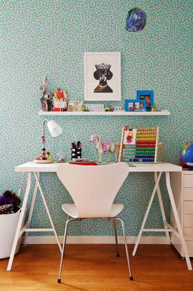 Skrivbord i barnrummet och mysig barninredning, barnmöbler - Roomly.se
