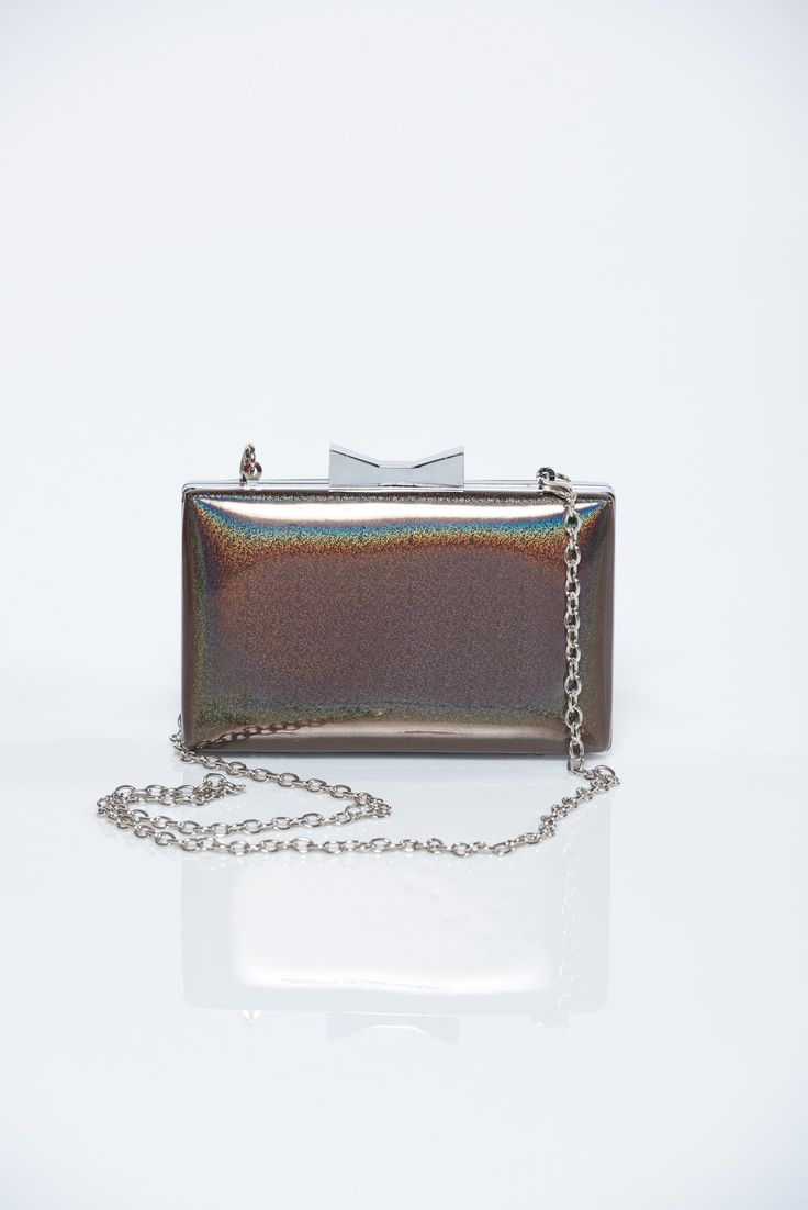 Comanda online, Geanta dama eleganta maro accesorizata cu lant metalic. Articole masurate, calitate garantata!