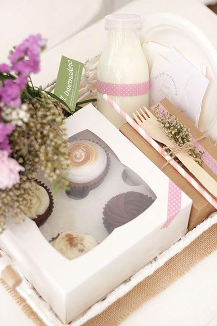 5 desayunos sorpresa para un San Valentín romántico   Blog Cocottó Ideas para un desayuno romántico para los enamorados Creative Gift Wrapping, Creative Gifts, Mothers D, Magic Box, Ideas Para Fiestas, Party In A Box, Candy Boxes, Mini Cakes, Deli
