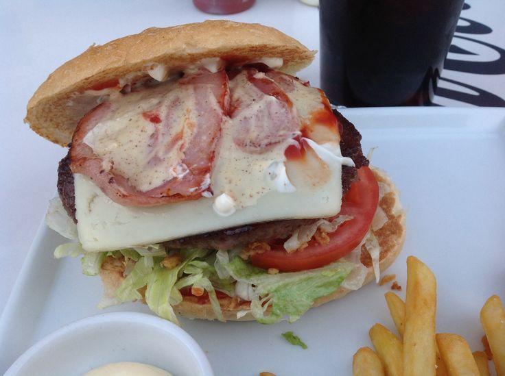Hamburguesa de buey, panceta, cebolla crujiente, mostaza tomate y lechuga de Tebeo Burguer Zamora #aversireviento2014