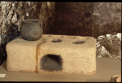 Reconstruction of a typical clay cooking stove found in Roman Jerusalem (photo)