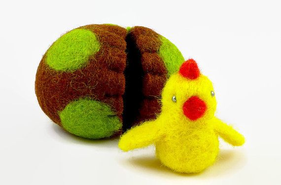 Easter Decor - Felted Easter Chick in an Egg - Surprise Egg - Waldorf Toy - Wool Toy - Wool Easter Egg