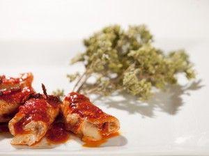 ¿Te gustaría probar unos rollitos de cerdo con un rico relleno de tomate secos triturados y nduja el todo cubierto de lonchas de queso Caciocavallo?  ¡Descubre Calabria, Descubre Cosenza!
