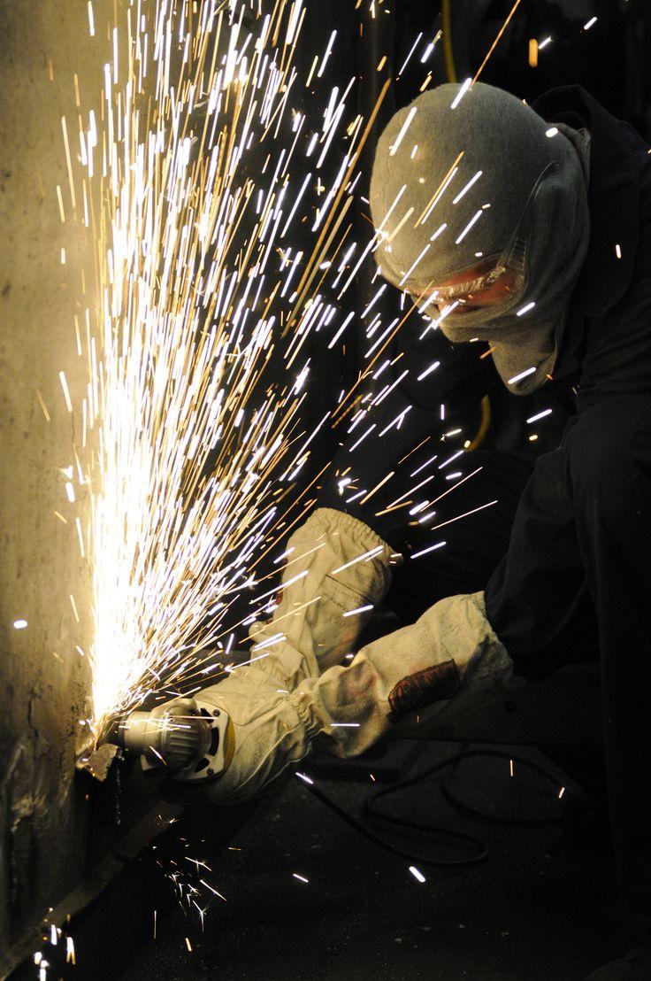 US_Navy_101220-N-8040H-058_Hull_Maintenance_Technician_Fireman_Apprentice_Anthony_Fleeman_grinds_off_safety_hazards_in_the_hangar_bay_aboard_the_ai.jpg (1793×2700)