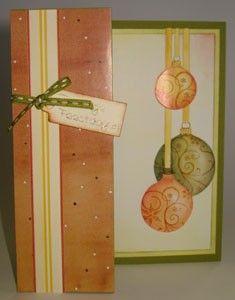 Voordeel-pakket oranje kerst-ballen - Voordeel-pakketten zijn pakketten met al wat oudere vellen erin. Van die vellen maken we dan weer nieuwe kaarten. De foto's (geen beschrijvingen) zetten we dan weer op de website. Zo'n pakket is bijna de helft goedkoper, dan als je de vellen los zou kopen. Je kunt de voordeelpakketten bestellen in onze webwinkel. Volg de link.