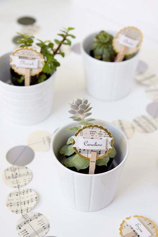 Placecards music notes christmas circle punch succulent favors