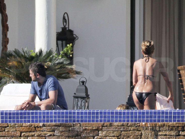 Photos of Jennifer Aniston in a Bikini With Gerard Butler in Cabo ...