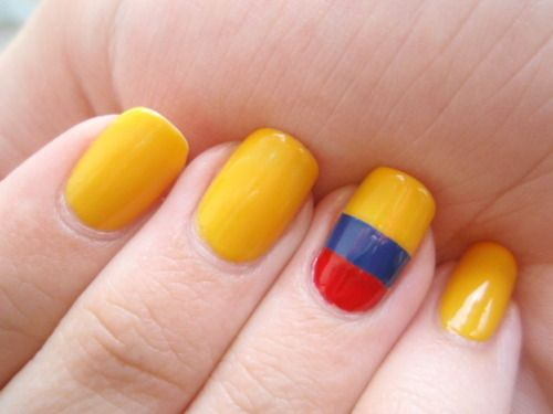 A cute primary mani inspired by the Colombian flag Inspiration for the Independence of Colombia (July 20th)